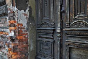Jak odnowić stare drzwi
